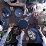 囲んで食事するために大切なことが盛り込まれた調理器