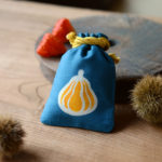 50 種類の伝統紋様から選ぶ「 想いを伝える贈りもの 」 職人が手掛ける日本一カワイイ巾着、浅草・本品堂(ポンピンドウ )の「 守袋 」
