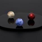 宇宙に浮かぶ美しい惑星をイメージしたミニ骨壺